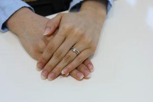 結婚指輪と婚約指輪との重ね着けも