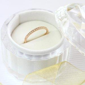 結婚指としても人気の細身のハーフエタニティリング