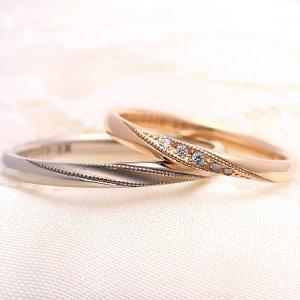 ミルグレインを施したゴールドの結婚指輪