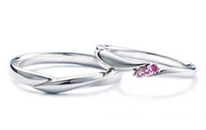 スワロフスキーとコラボしたサファイアの結婚指輪