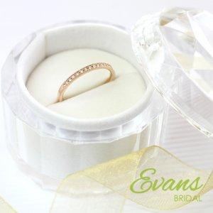 気軽に普段使い出来る婚約指輪として人気のハーフエタニティリング