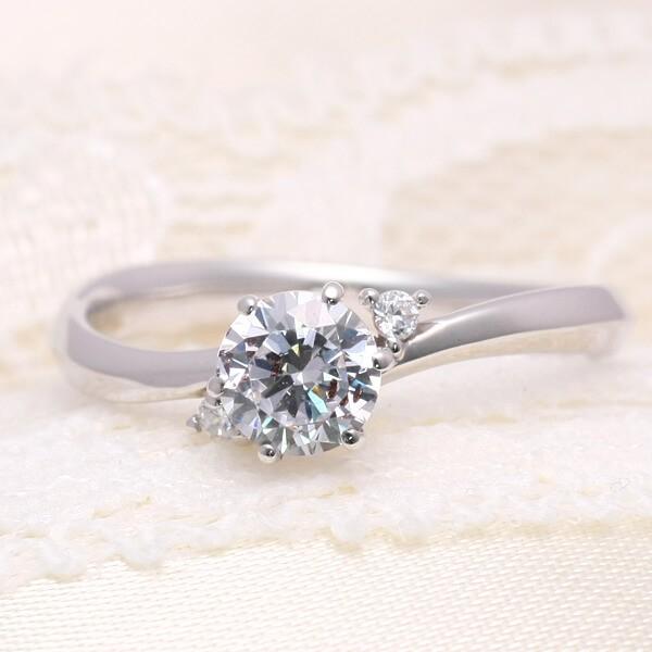 0.5ctサイズのダイヤモンドエンゲージリング