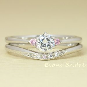 婚約指輪と結婚指輪の重ねつけコーデ例