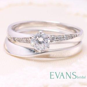 プラチナの婚約指輪と結婚指輪の重ねつけ