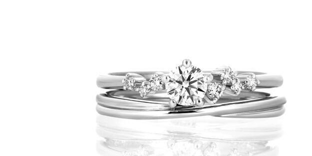 婚約指輪と結婚指輪の重ねつけの一例