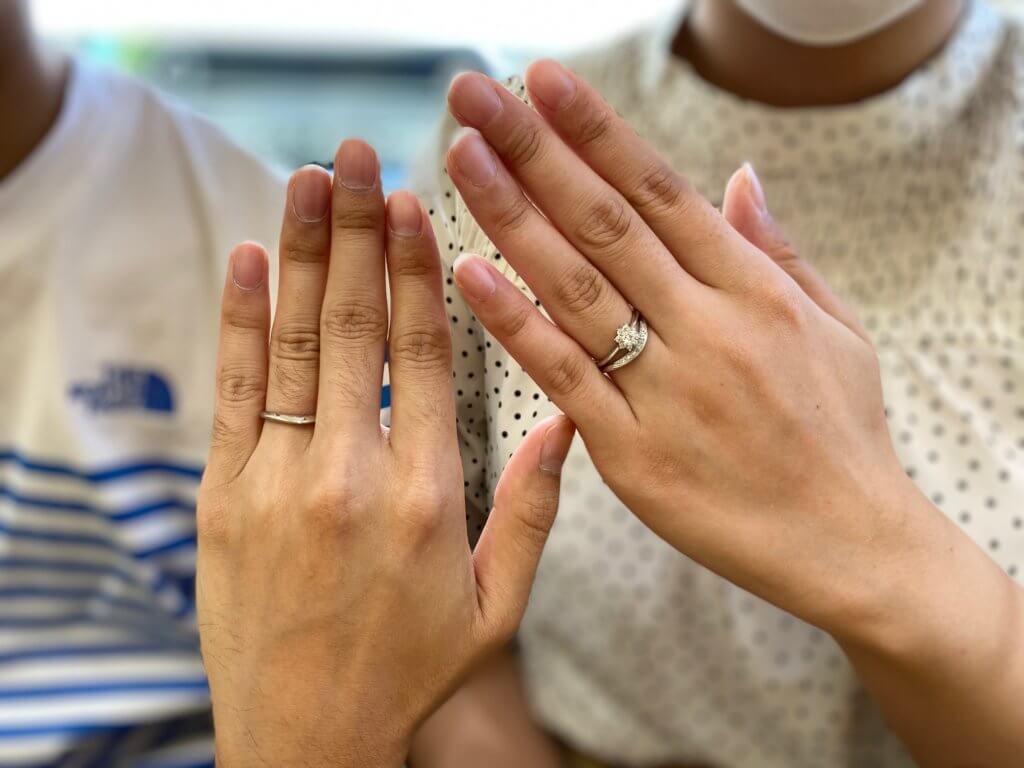 星の砂結婚指輪と婚約指輪の重ね着け